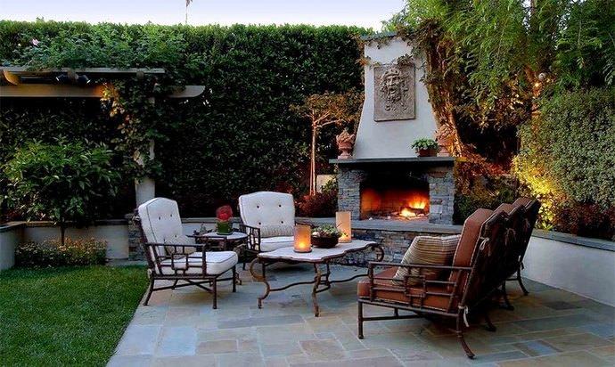 Особой популярностью зоны отдыха пользуется вполне доступное декорирование керамической или тротуарной плиткой