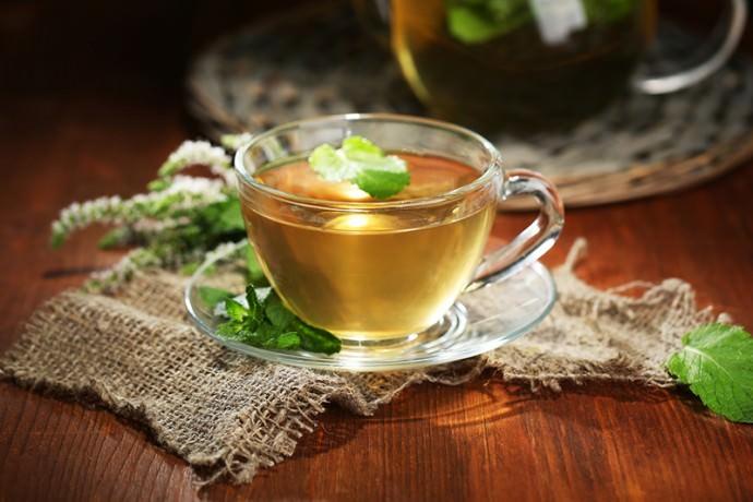 Чай из зюзника обладает успокаивающим эффектом и замедляет сердечные ритмы