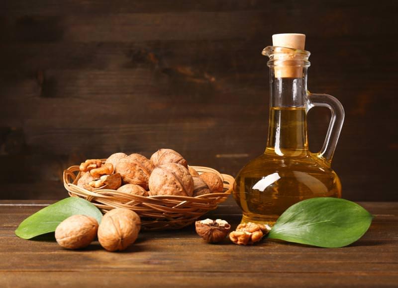 Из плодов грецкого ореха получают масло, которое содержит в своем составе максимальную концентрацию полезных веществ