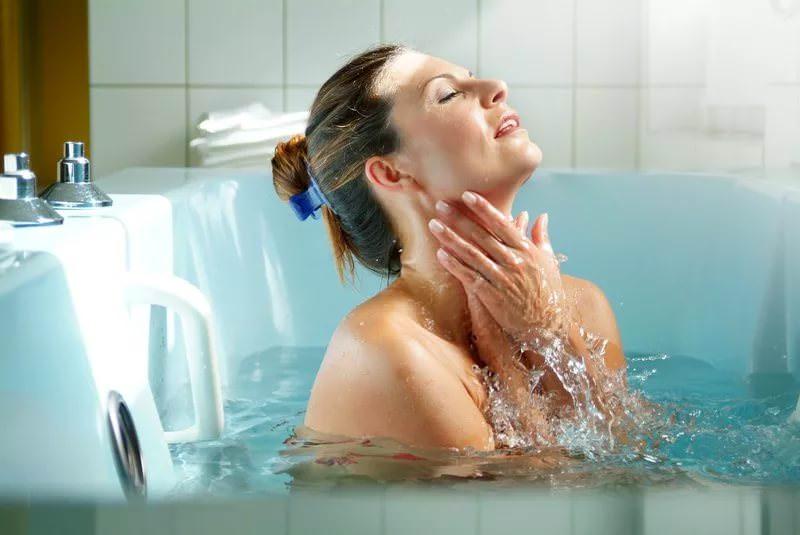 Применение лечебных ванн из листьев грецкого ореха особенно эффективно не только при лечении кожных заболеваний, но и как косметическая процедура