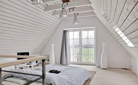 Перед тем как обустроить дизайн мансарды в частном доме самостоятельно, следует заняться планировкой этого помещения