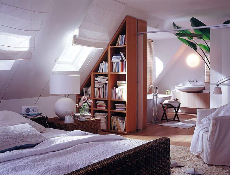 Лучше всего, если крыша дома двускатная, так как этот вариант является самым удобным для разработки дизайна мансардного этажа
