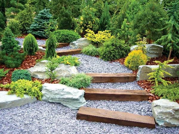 Как сделать садовые дорожки на участке с уклоном
