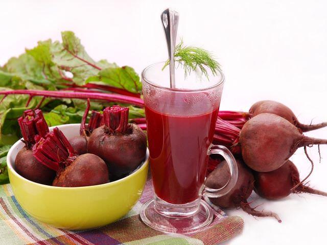 Свекольный сок часто применяется при лечении простуды даже у маленьких детей, беременных и кормящих женщин