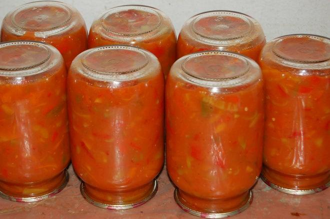 Консервировать морковь можно с различными компонентами, например, с зеленым луком