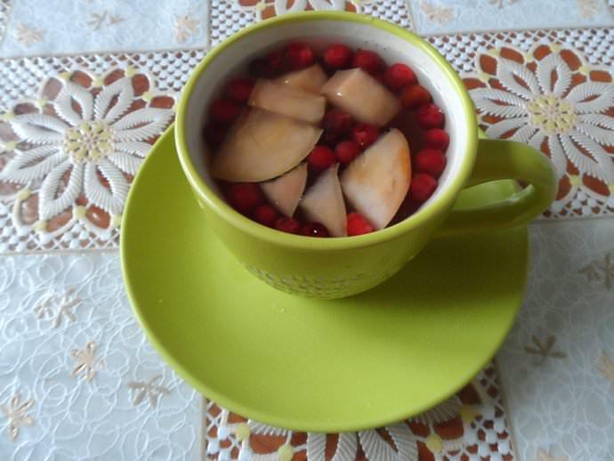 Яблоки могут улучшить вкусовые качества брусничного компота