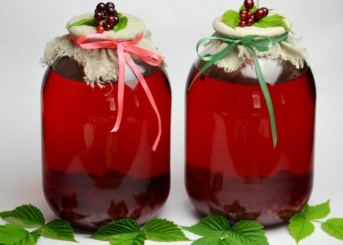 Напитки можно готовить как из свежей клюквы, так и из уже замороженной