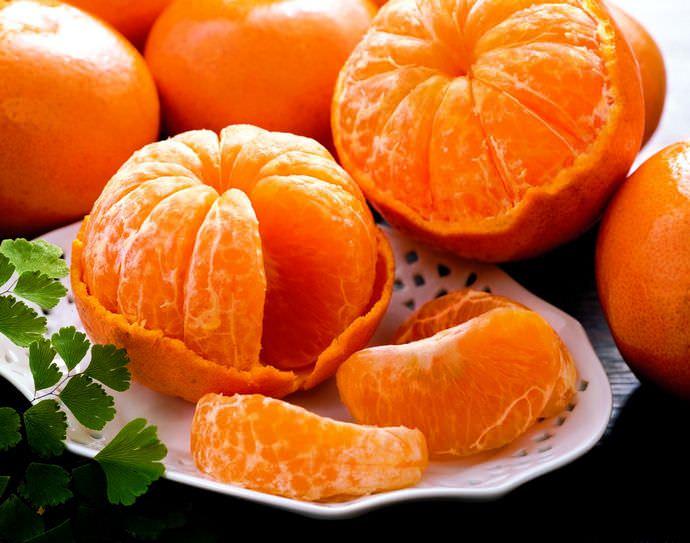 Ароматным и бодрящим получается напиток из мандаринов с добавлением цедры
