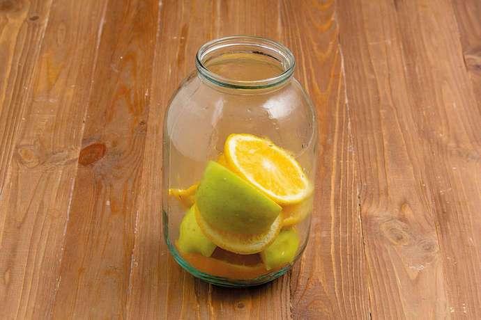 Компот, в котором присутствуют не только апельсины, но и яблоки, обладает приятным вкусом и ярким ароматом