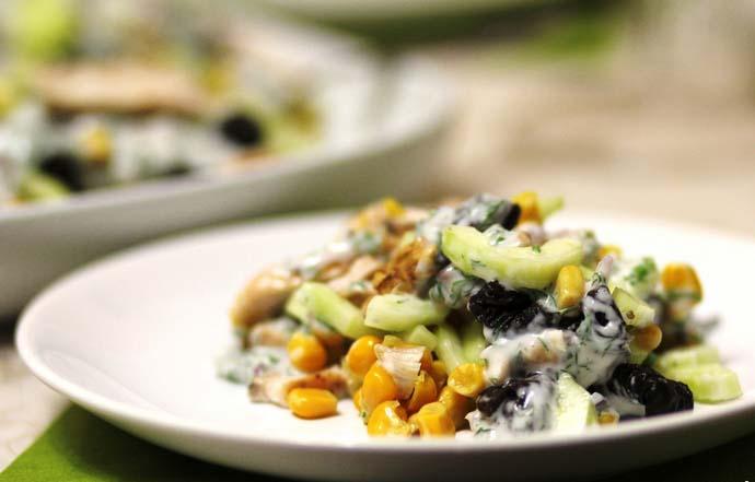 Кукуруза является популярным ингредиентом для приготовления салатов