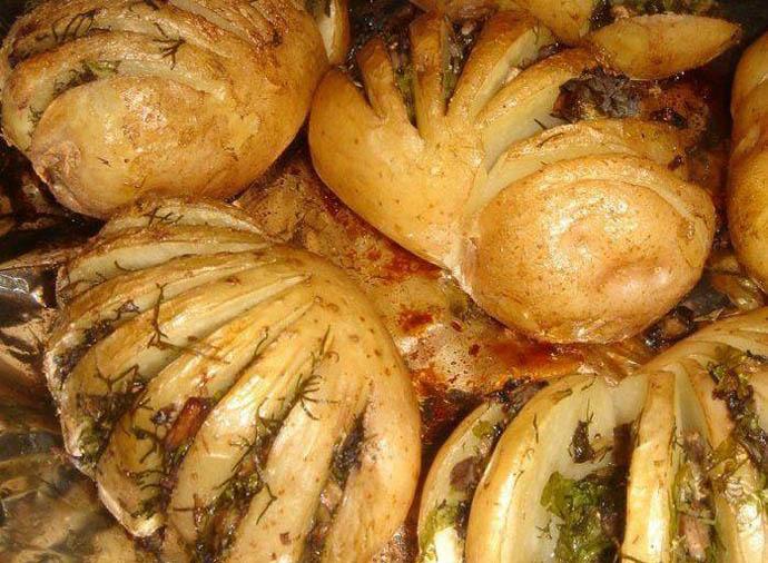 Для приготовления блюда по этому рецепту лучше брать большой картофель