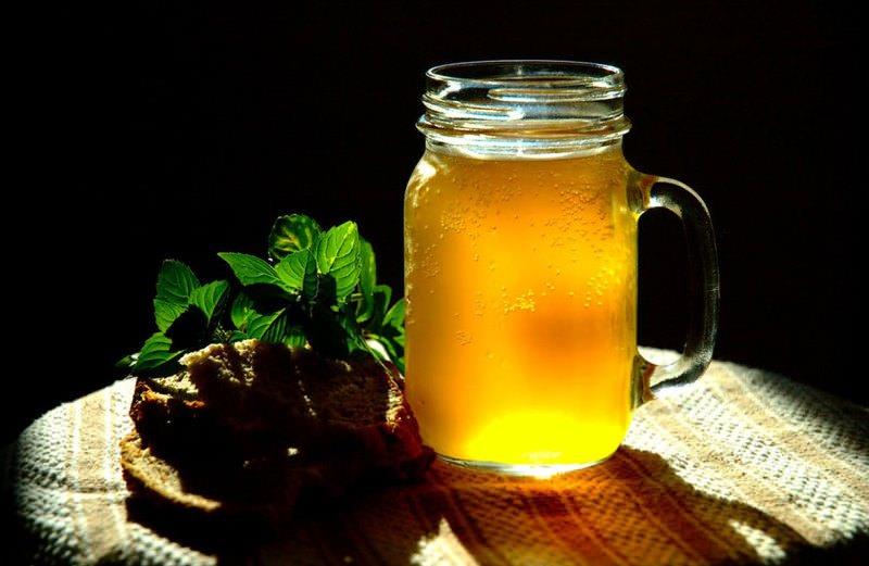 Квас из березового сока с хлебом - это, можно сказать, сугубо мужской напиток с ярким насыщенным вкусом