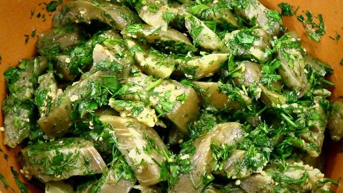 Данный овощ прекрасно сочетается с чесноком и черным душистым перцем