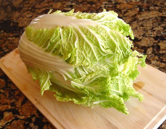 Многие считают, что достаточно снять с вилка верхние листы и можно приступать к приготовлению