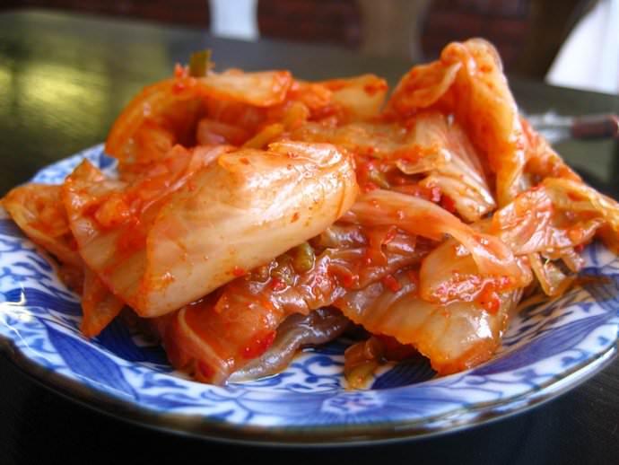 Острая корейская закуска получается яркой и насыщенной