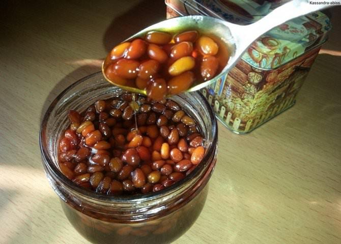 Рецепт пятиминутного варенья из кедровых орехов относится к целебным десертным блюдам