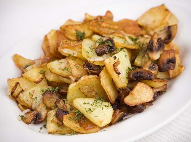 Одним из наиболее любимых вторых грибных блюд являются жареные подосиновики с картофелем