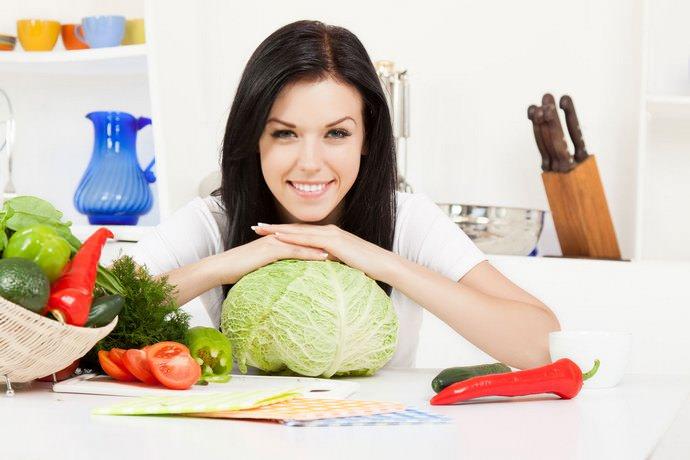 Благодаря своей низкой калорийности, квашеная капуста – излюбленный продукт большинства отечественных и зарубежных диетологов