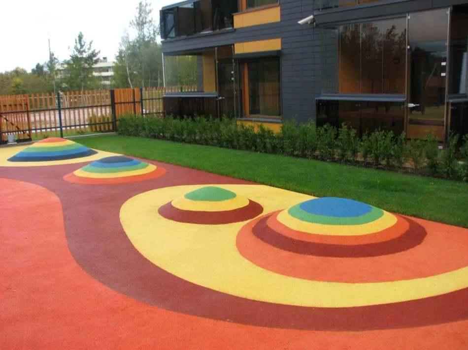 Современным производством предполагается использование не только зелёных пигментов, но и белым, красным, синим и жёлтым цветами, оттенками и комбинациями