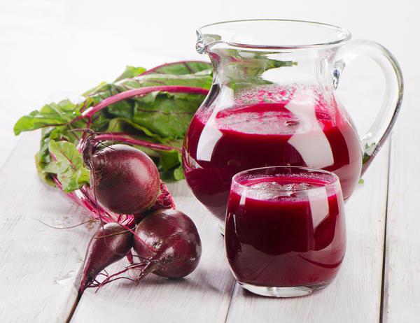 Свежевыжатый свекольный сок – продукт невероятно вкусный и полезный