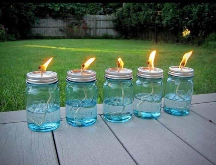 На верандах и террасах от пчел рекомендуется зажигать цитронелловые свечи