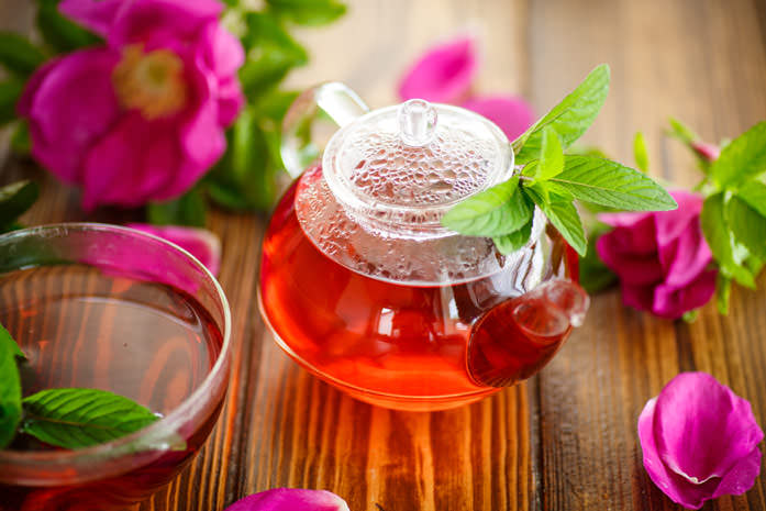 Отвары и настои на основе розовых лепестков применяются для приготовления как наружных, так и внутренних средств