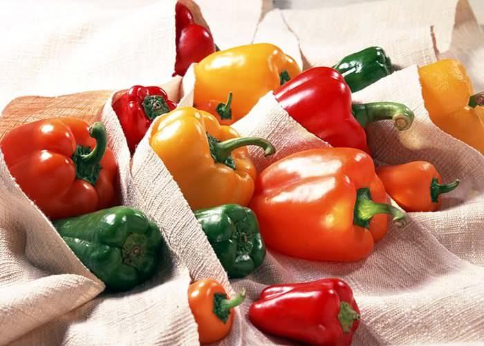 Болгарский перец очень полезен для организма благодаря тому, что содержит значительное количество питательных веществ и витаминов