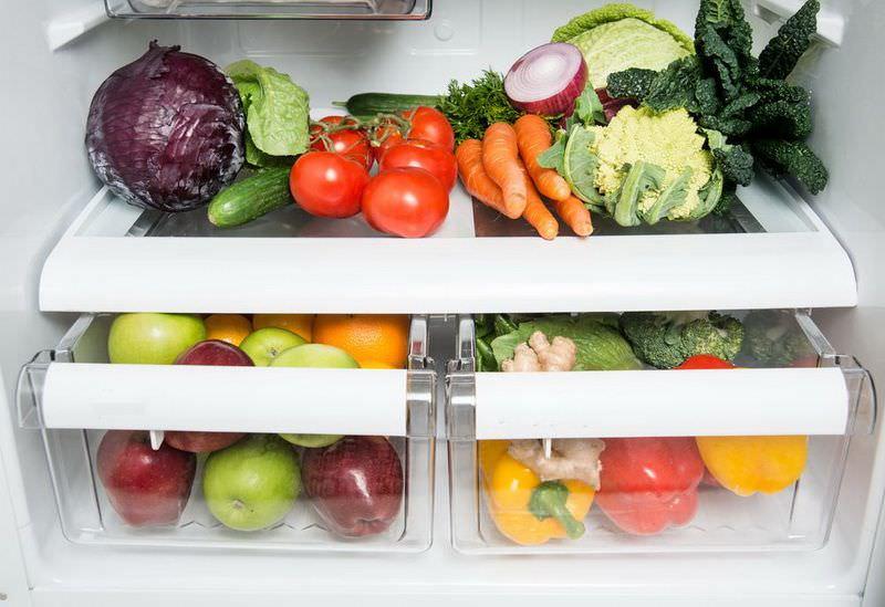 Холодильник позволяет создать оптимальные условия для сохранения фруктов, овощей и зелени