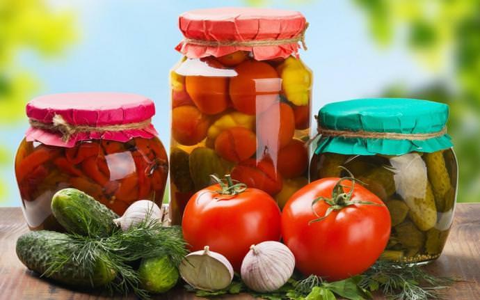 В октябре осуществляется консервирование, сушка и заморозка урожая