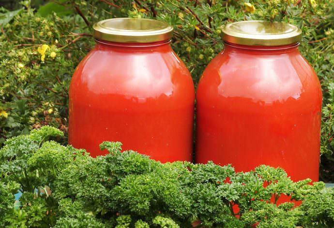 Обогатить напиток витаминами и придать ему особую свежесть поможет сельдерей