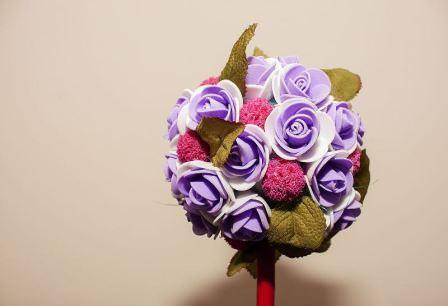 Достаточно интересно выглядит топиарий из розы