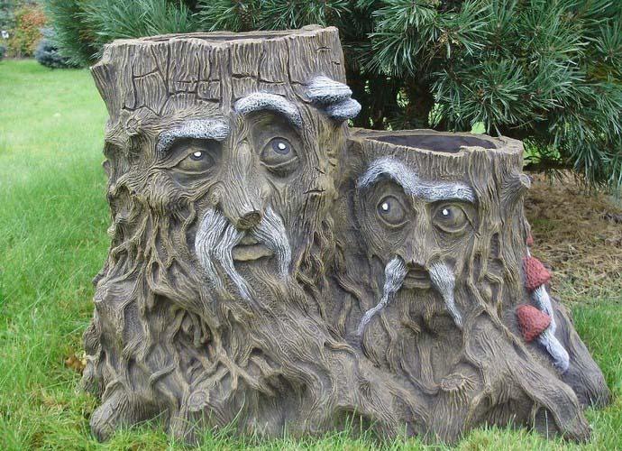 Если вы любите стиль кантри и придерживаетесь его даже в саду, вам подойдут скульптуры из дерева