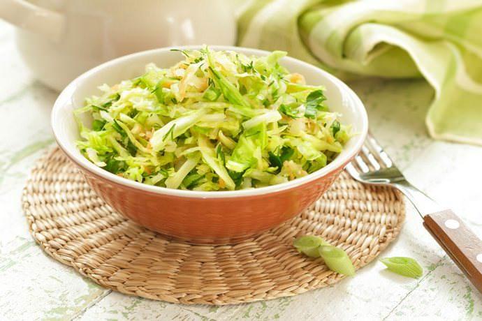Салат с капустой под водочку приготовить совсем не сложно, и такая заготовка способна стать одной из самых любимых