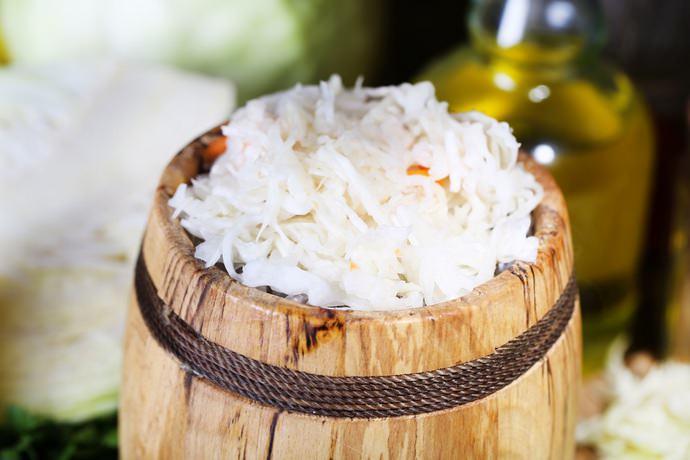 Консервированная капуста маринованная – это более быстрый способ получения вкусной и полезной заготовки