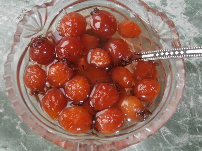 Такой рецепт приготовления варенья станет оптимальным вариантом при использовании ягод небольшого размера