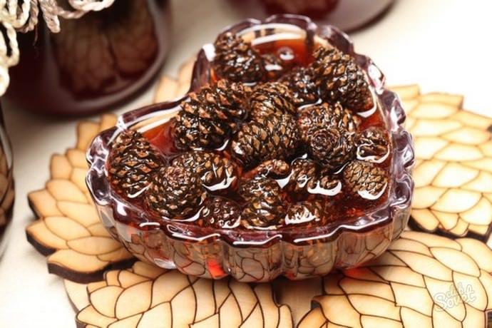 Шишечки из ели отлично подходят для приготовления такой сладости