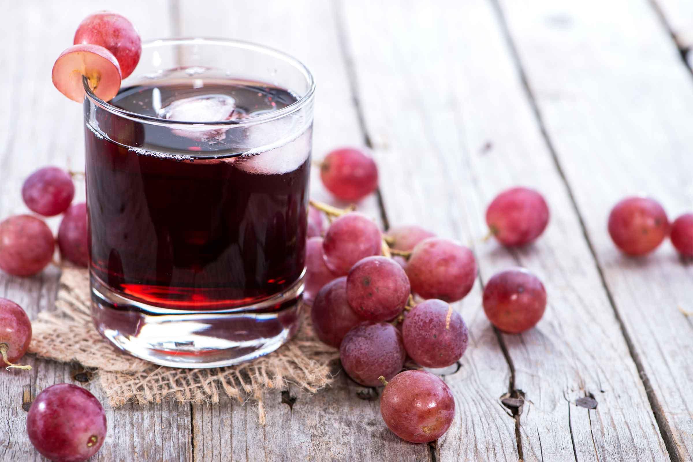 В начале осени, когда виноград уже созревает, его начинают заготавливать на зиму