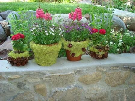 Декорирование цветочных горшков мхом и зеленью