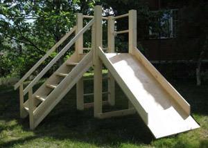 Детская горка – хорошее решение для детской площадки на даче
