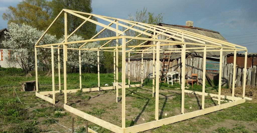 Деревянная теплица своими руками: строительство, выбор каркаса и покрытия