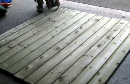 Проверка материала на качество, удаление сколов и шершавостей