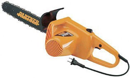 Хорошая электропила поможет со стройкой и заготовкой дров на зиму