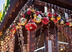 Увлекательное дело – украшение дачи перед праздниками