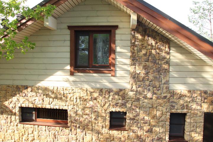 Искусственный камень – менее прочный, но вполне устойчивый к любой непогоде материал