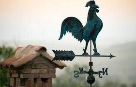 Основное назначение флюгера – сообщать о направлении ветра. Однако считается, что устройство в виде петуха может служить талисманом для дома