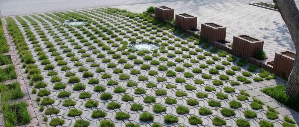 Бетонная газонная решётка не требует ухода и устойчива к внешним воздействиям
