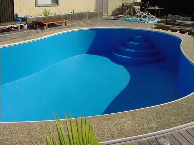 Гидроизоляция бетонного бассейна должна быть выполнена вовремя, во время строительства или еще до начала его эксплуатации