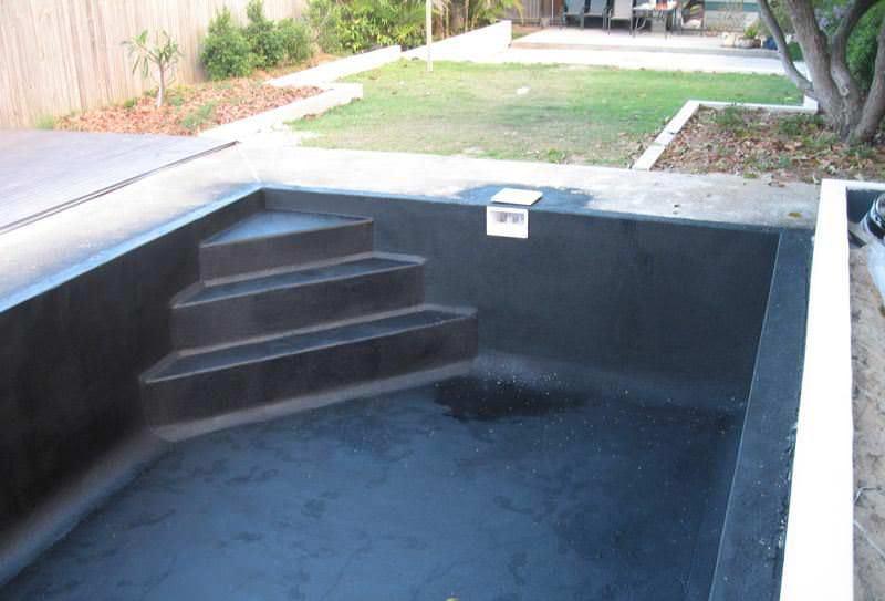 Данное вещество наносится на подготовленную поверхность чаши бассейна при помощи метода холодного напыления