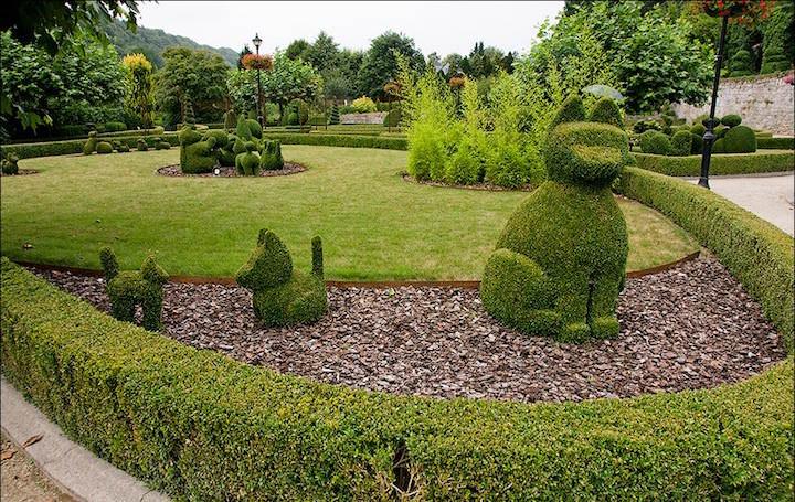Во многих европейских странах такие бордюры очень популярны, а самым подходящим для них растением считается самшит