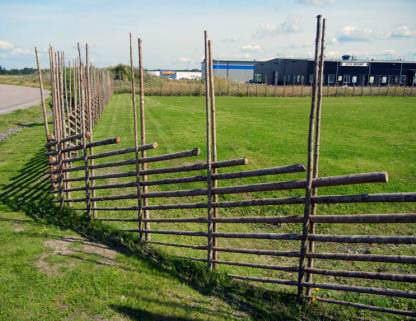 Забор для дачи своими руками: отличный вариант с повышенной оригинальностью